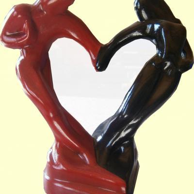 Petite statue d'amoureux en céramique peint à la main