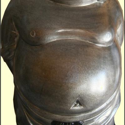 Statue d'un bouddha debout