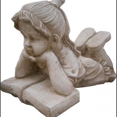 Petite fille en pierre reconstituée
