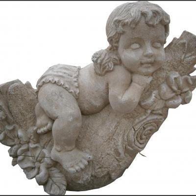 Adorable petite fille en pierre reconstituée