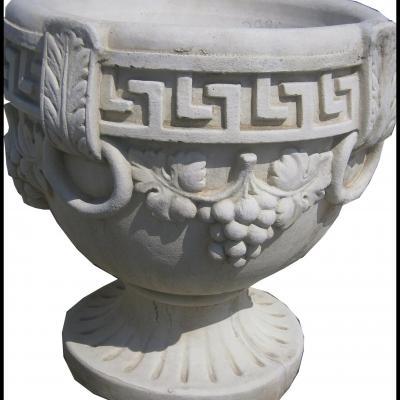 Vase avec motifs grecs