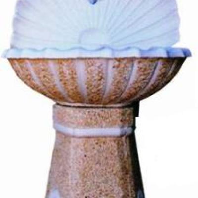 Fontaine murale en forme de coquillage