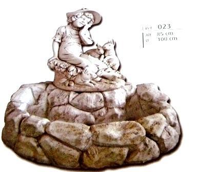 Fontaine avec fille et petit lapin