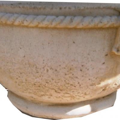 Petit pot en pierre reconsituée