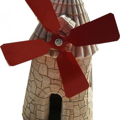 Magnifique moulin avec c'est hélice rouge