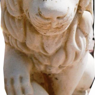 Statuette d'un lion en pierre reconstitué