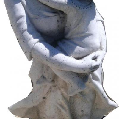 Statue d'une femme et son enfant