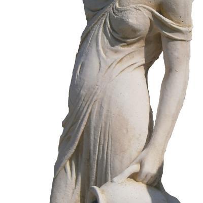 Femme avec vases