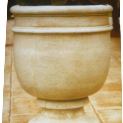 Pot a fleurs en forme de coupe
