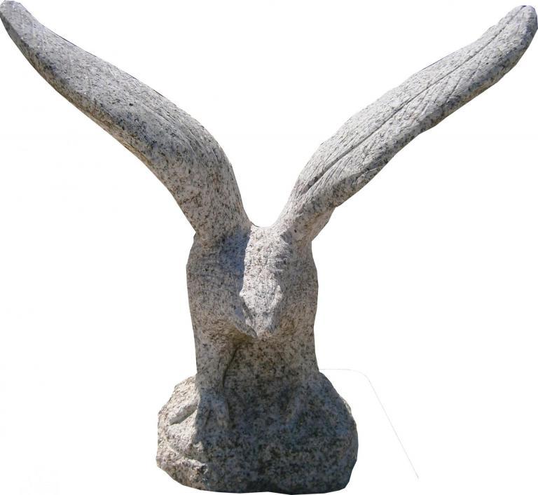 Moyen aigle tous fait en granit