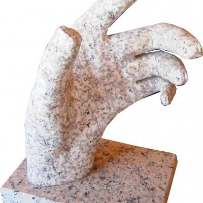 Grande main en granit