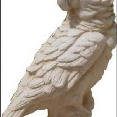 Oiseau tropical en pierre reconstituée
