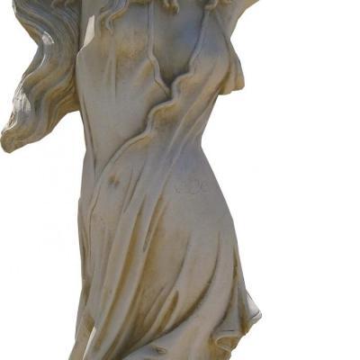Magnifique statue d'une femme et ses longs cheveux en pierre reconstituée