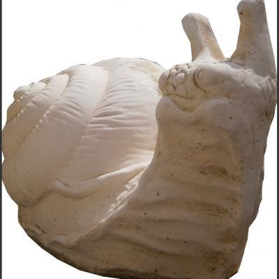 Statue d'escargot en pierre reconstituée