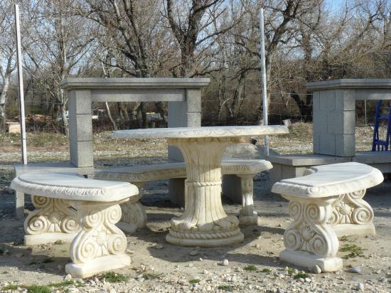 Salon de jardin en pierre reconstituée