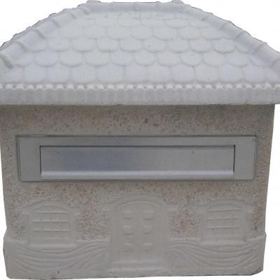 Boite aux lettre en forme de maison