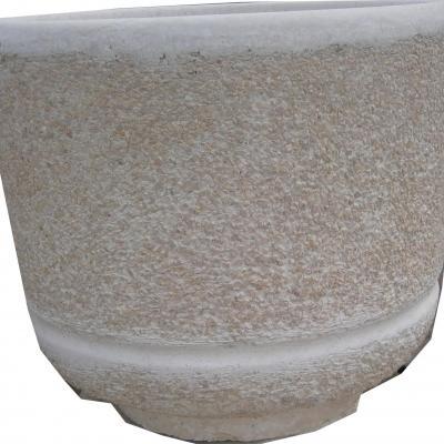 Pot a fleurs en pierre reconstitué