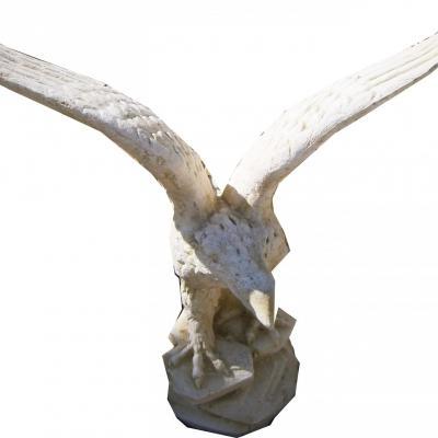 Très jolie aigle en pierre reconstitué