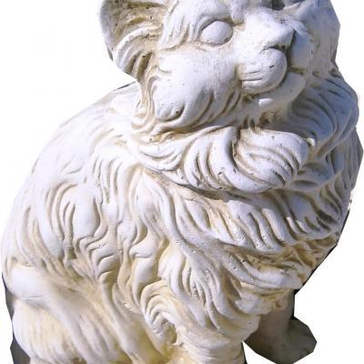 Gros chat a poils long en pierre reconstitué