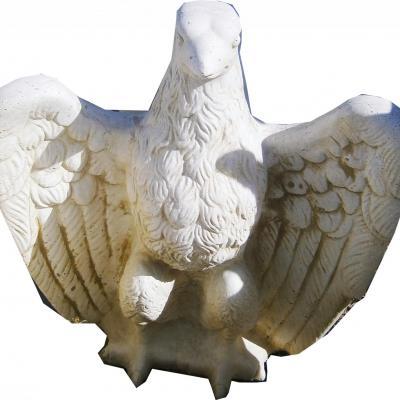 Magnifique aigle en pierre reconstitué
