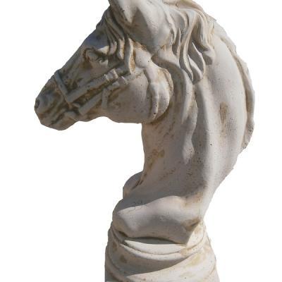 Tête de cheval en pierre reconstituée