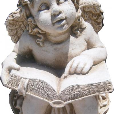 Petit ange qui lit