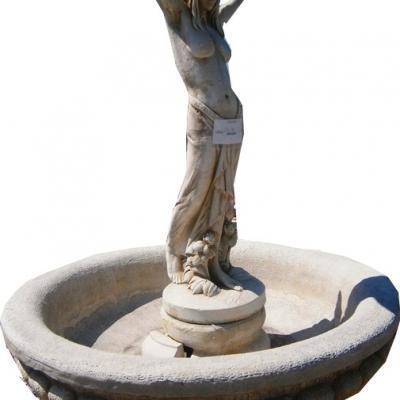 Grande fontaineavec statue